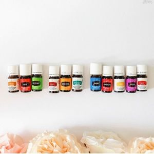 YoungLiving premium kit. 11 oils and diffuser.